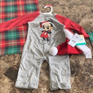 Disney christmas outfit with hat 3-6 months